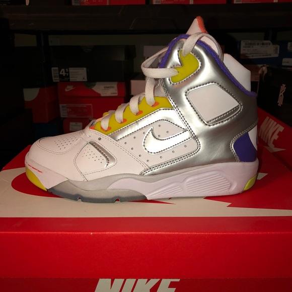 sale retailer d5e33 b55a6 Nike Flight Lite Size 5 GS